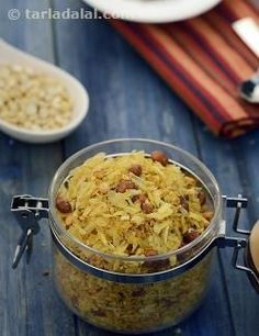 When hunger strikes suddenly, this Roasted Poha and Oats Chivda is sure to answer your appetite in a tasty and crunchy way.