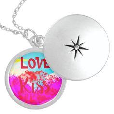 Love kiss trending gift locket necklace - Saint Valentine's Day gift idea couple love girlfriend boyfriend design