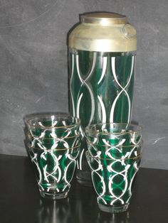 Vintage Mid Century Modern Barware Set Cocktail Martini Shaker-Retro Cocktail Party-Six Glasses Emerald Green and White Vintage Bar, Vintage Stuff, Vintage Green, Cocktail Shaker, Cocktail Martini, Cocktail Glassware, Custom Home Bars, Last Minute Christmas Gifts, Christmas Holiday