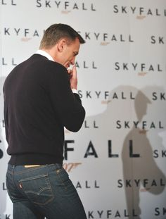 Find images and videos about skyfall, daniel craig and perfect butt on We Heart It - the app to get lost in what you love. Daniel Craig James Bond, Daniel Craig Skyfall, Daniel Craig Style, Rachel Weisz, Casino Royale, Service Secret, Daniel Graig, Best Bond, Raining Men