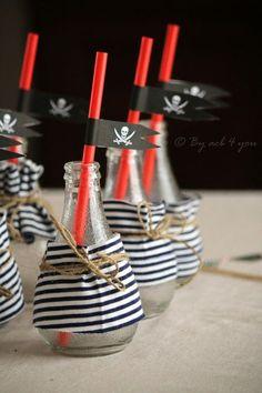 En god ide at hallik børneflaskeflasker - Joanna Deco Pirate, Pirate Day, Pirate Birthday, Pirate Theme, Birthday Diy, Birthday Party Themes, Party Mottos, Party Fiesta, Happy Party