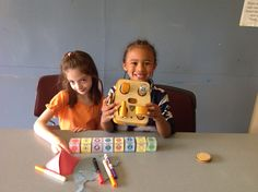 Children with KIBO, a kit that teaches young tinkerers to build and program a #robot using blocks and modular components.[Credit: DevTech research group, Tufts University]