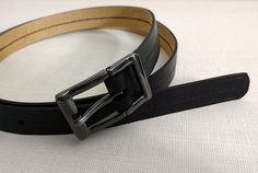 Женский ремень выполнен из кожи Crazy horse (черный). Шитье вручную, седельным швом, льняной вощеной нитью. Длина 108 см ширина 2 см.