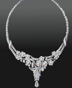 Designentwurf von René Sim Lacaze (1938): glamouröses Platincollier mit zu floralem Muster angeordneten Diamanten im Tropfen-, Navette- und Brillantschliff.