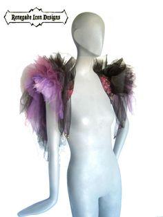 ** Versandfertig Element **  Dramatische...  Extravagante...  verspieltes...  Diese Schulter-Züge sind mit vielen Schichten von Tüll und Mesh erstellt... Stark geschwollene und vielseitig... Sie können auf den Schultern oder an der Hüfte ein Tutu-Effekte mit einem Blick eine Boo Beute getragen werden... Die verlängerte Rückenpartie, die Schichten frei hängen... erstellen einen Flügel-Effekt! ... ...dann haben Ihre Flügel zurück!  Puffs sitzen 7... und 15 an der längsten Stelle…