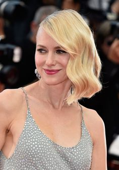 Short hair cutsNaomi Watts Short Wavy Cut - Naomi Watts wore vintage-style side-swept waves at the Cannes premiere of 'Money Monster.'