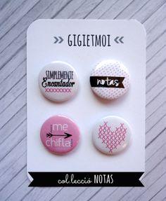 8- Chapas de Gigi et moi Etsy Shop Chips Ahoy, Stick Art, Arts And Crafts, Diy Crafts, Button Badge, Photo Magnets, Cute Pins, Pin Badges, Embellishments