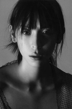 Issa Lish Mexican Models, Asian Models, Black And White Portraits, Fashion Poses, Interesting Faces, New Face, Girl Model, Issa, Asian Beauty