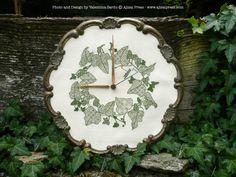 Blackwork clock. Chart: IVY WREATH by Valentina Sardu for Ajisai Designs. Stitched with green thread on 32ct ivory linen.