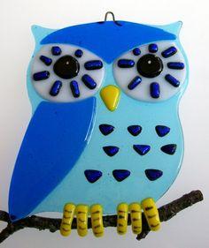 Fused Glass Owl Suncatcher - change colors of owl. Fused Glass Jewelry, Fused Glass Art, Mosaic Glass, Glass Fusing Projects, Art Nouveau, Glass Garden Art, Stained Glass Crafts, Owl Crafts, Glass Animals