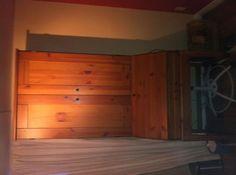 Kijiji: Bureau de travail tout en bois - 45$
