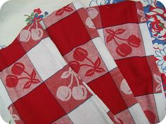 love these red cherry towels!
