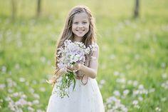 Ein Frühlingsspaziergang mit süßen Zwillingen | mummyandmini.com Fotos von Zuckerlicht Flowergirl