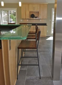 Glass countertop - interesting.