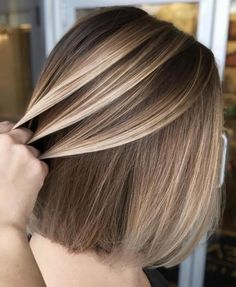 35 Balayage Hair Color Ideas for Brunettes in The French hair coloring tec. - - 35 Balayage Hair Color Ideas for Brunettes in The French hair coloring technique: Balayage. These 35 balayage hair color ideas for brunettes in . Balayage Straight Hair, Short Straight Hair, Thin Hair, Blonde Hair Dark Roots Balayage, Blonde Highlights On Dark Hair Short, Wavy Hair, Bronde Balayage, Balayage Brunette, Short Balayage