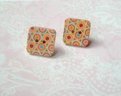 Ohrstecker - Ohrstecker Holzknopf kleine Blumen Retro Quadrat - ein Designerstück von MiMaKaefer bei DaWanda