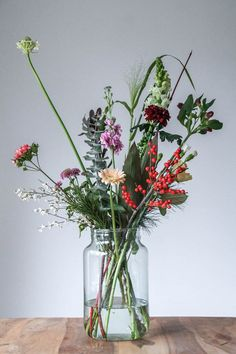 Happy Flowers, Bunch Of Flowers, Summer Flowers, Diy Flowers, Flower Vases, Vase Arrangements, Glass Vase, Floral Design, Bouquet