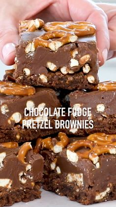 Are you a chocolate lover? These easy homemade brownies topped with crunchy, salted pretzel pieces and rich, chocolate fudge will become your new favorite desse Köstliche Desserts, Delicious Desserts, Dessert Recipes, Bar Recipes, Tailgate Desserts, Pretzel Brownies, Salted Pretzel, Brownie Recipes, Cookie Recipes