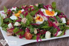 Tuniakový šalát s vajíčkom, hermelínom a cherry Cobb Salad, Salads, Food, Anna, Decor, Kid Recipes, Decoration, Essen, Meals