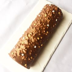 J'en reste baba: Bûche roulée praliné et chocolat Xmas Food, Chocolate Desserts, Cooking Time, Banana Bread, Biscuits, Cake Recipes, Sweets, Baking, Ferrero Rocher