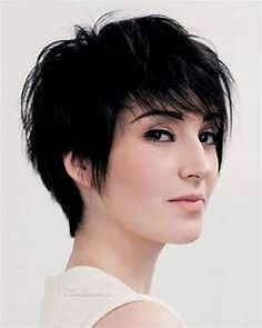 Feminine and fashionable short haircut with lift in the roots