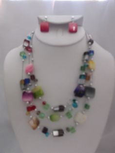 CLIP ON-SILVER WIRE MULTI COLORED NECKLACE & EARRING SET   $16.19  http://hipandcoolcliponearringstwo.com