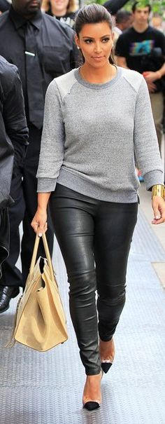 Sweatshirt, leather pants and heels. C'est magnifique!