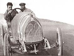 Enzo Ferrari con il meccanico Nino Beretta alla sua prima Targa Florio ...