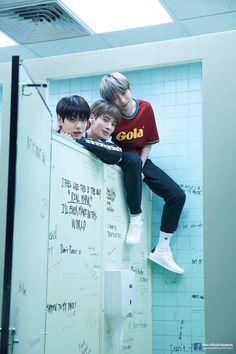 +×+ / The Dream Chapter : Magic // Concept Photoshoot ( Behind The Scenes ) K Pop, Photo Sketch, The Dream, Kpop Groups, Boyfriend Material, K Idols, South Korean Boy Band, My Boys, Monsta X