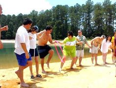 Team Building : pass the hula hoop