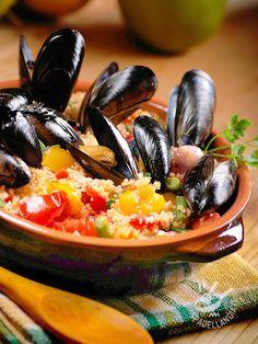 Il Couscous con verdure e cozze è un piatto unico, nutriente e sano. Con circa 400 calorie a porzione, vi lascerà leggeri ma appagatissimi!