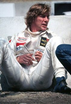 """James Hunt was a British racing driver from England who won the Formula One World Championship in Hunt's often action packed exploits on track earned him the nickname """"Hunt the Shunt. James Hunt, F1 Racing, Racing Team, Road Racing, F1 Motor, Motor Sport, Aryton Senna, Automobile, Gilles Villeneuve"""
