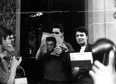 Elvis outside his Paris hotel( France ) in june 1959 with fans.