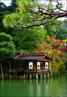 Tea house in Kenrokuen Garden, Kanazawa, Japan Places To Travel, Places To See, Travel Destinations, Kanazawa Japan, Traditional Japanese Art, Japanese Tea Ceremony, Flora, Interesting Buildings, Japanese Architecture