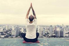 Meditace pro začátečníky. Podívejte se, jak začít meditovat krok po kroku Man Images, Free Images, Self Motivation, Sports Activities, Rooftop, Health Fitness, Wellness, Psychology, Rooftops