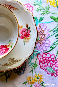 Love the tea cup and the embroided linen - Madelief blog