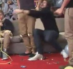 this is my one of my favorite larry gif ever