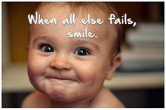 De glimlach. Een glimlach faalt nooit! Een glimlach is als een lamp aan het venster van je gezicht. Het bewijst dat je hart thuis is. Lachen is je lichaam maar glimlachen je ziel. Lachen is hebben en glimlachen is zijn. Lachen is een ontlading, glimlachen sereniteit. Lachen is vuurwerk, glimlachen een blijvend licht. Als een baby voor het eerst glimlacht, maakt hij zijn ouders diep gelukkig. Het teken van een glimlach is als we ouder worden echt niet anders. Vandaar geef ik jullie een…