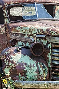 junkyard cars old trucks ~ schrottplatz autos alten lastwagen junkyard cars old trucks ~ American old cars - Porsche old cars - Woman old cars Gmc Trucks, Pickup Trucks, Jeep Pickup, Lifted Trucks, Chevy 4x4, Chevrolet Trucks, Diesel Trucks, Chevrolet Impala, Pickup Camper