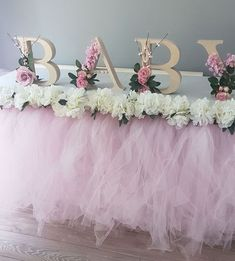 80 Cute Baby Shower Ideas for Girls Being a baby shower hostess doesnt have to be stressful! Relax put your feet up and get ready to host the cutest baby shower party ever! By the time you are done here you will have all of the tools Continue Reading ? Boho Baby Shower, Baby Shower Floral, Cute Baby Shower Ideas, Baby Girl Shower Themes, Girl Baby Shower Decorations, Girl Decor, Baby Shower Gender Reveal, Baby Shower Centerpieces, Baby Boy Shower