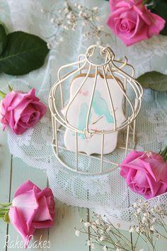 Galletas de boda románticas y estilo vintage, decoradas con fondant y stencil con diseño de pájaros. #galletas #boda #fondant #stencil #vintage