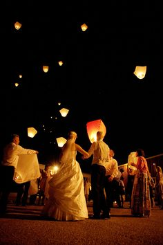 - One time use only - Cream color lantern - 100% biodegradable material Sky…