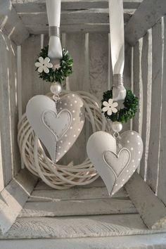 Hallo zusammen! Wir bieten Euch hier 1 Herz aus Metall im Landhaustil zum Kauf an.  Wurde in liebevoller fachmännischer Handarbeit gefertigt. Beidseitig mit Muster.  Herze aus Metall 14x11x2...