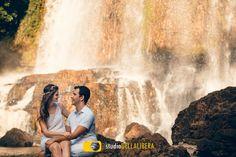 Sessão pre casamento, em cachoeira, noivos em total sintonia