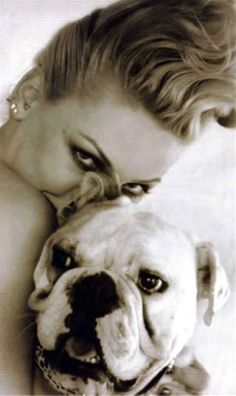 Pink (Singer)had a bulldog named Elvis!