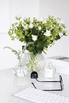 I dreamed I received a bouquet of white roses, calla lillies and hydrangeas just last night. Just the dream made me very happy!!