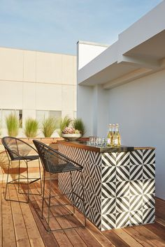 Outdoor bar with a dramatic statement tile inspo