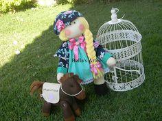 Boneca russa com mascote , cavalinho personalizado , Bella's artes , artesanato em feltro.