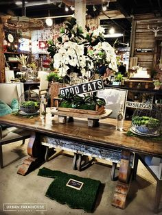 Get Inspired in our Showrooms! Decorate your Farmhouse Space to Perfection with our Furniture and Accessories. French Country Farmhouse, Farmhouse Chic, Farmhouse Table, Urban Farmhouse Designs, Farmhouse Style Decorating, Industrial House, New Home Designs, Shop Interiors, Vintage Market