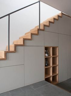 modern custom under stairs storage Every home needs decluttering every once in a while. To do so, get here some really great home storage solutions for different parts the house. Staircase Storage, Stair Storage, Storage Under Stairs, Home Stairs Design, Interior Stairs, Stair Design, Escalier Design, Building Stairs, Modern Stairs